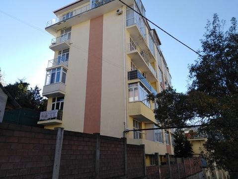 Малогабаритная двухкомнатная квартира с балконом под отделку - Фото 1