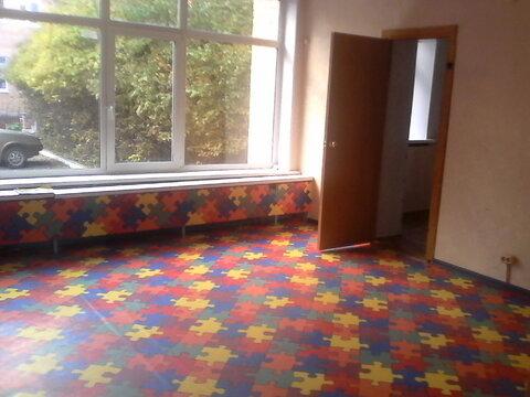 Светлое офисное помещение на первом этаже, три отдельных входа. 135 кв - Фото 4