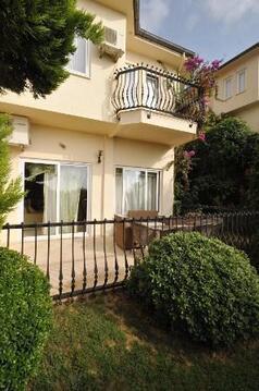 2-х этажная вилла 200 кв.м. недорого продается в комплексе Голд-сити!, Продажа домов и коттеджей Аланья, Турция, ID объекта - 502029974 - Фото 1