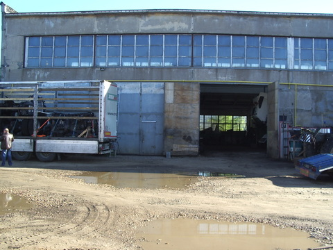 Продажа помещения для грузовиков 310 м2 - Фото 1