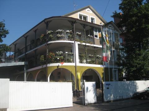 Здание на берегу Верхнего озера, ул.Верхнеозерная 3г, центр Калининград - Фото 2