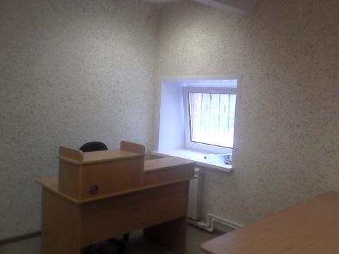 Офисное помещение 15 кв.м на третьем этаже здания, вход круглосуточный - Фото 1