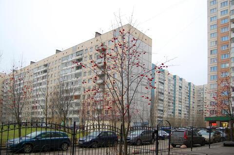 Продаётся двухсторонняя 3 комн. кв. с ремонтом у м. Комендантский пр. - Фото 2