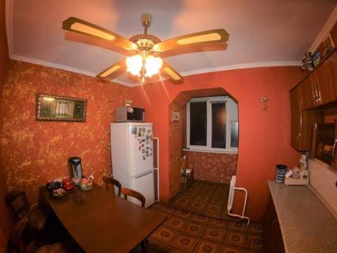 Продажа трехкомнатной квартиры на улице Гагарина, 26 в Черкесске, Купить квартиру в Черкесске по недорогой цене, ID объекта - 319936726 - Фото 1