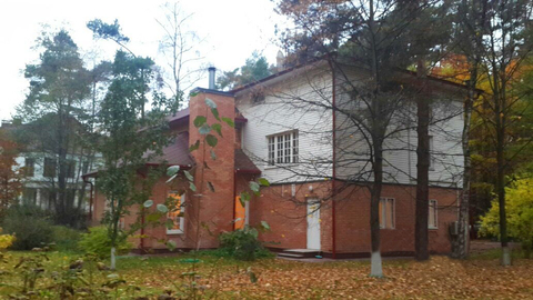 Коттедж на лесном участке на охраняемой территории в Сколково. - Фото 2