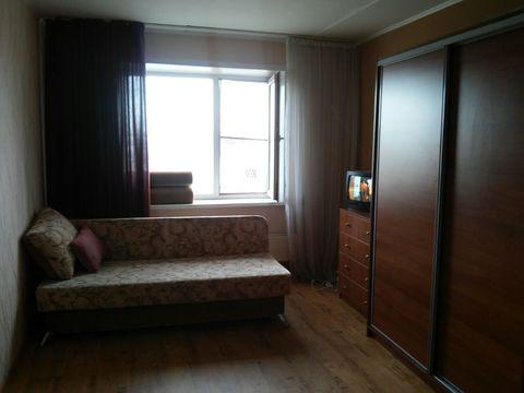 Комната в секции ул. Малахова, 171 - Фото 1