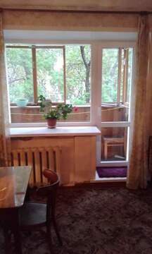 Продается 2-комнатная квартира в кирпичном доме, Купить квартиру в Кирове по недорогой цене, ID объекта - 323198630 - Фото 1