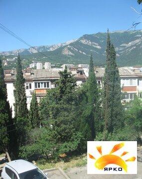 Продажа квартиры в Ялте по улице Цветочная с видом на горы. - Фото 3