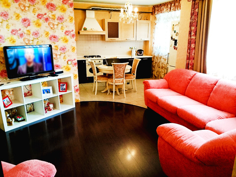 Сдаётся двухкомнатная квартира-студия на ул. Родионова - Фото 1