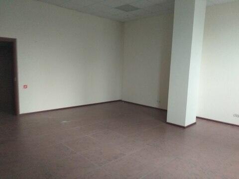 Торговое помещение на первом этаже с отдельным входом, 57,6 кв.м - Фото 1