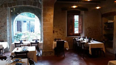 Действующий ресторан в усадьбе хii века в пригороде Барселоны. - Фото 1
