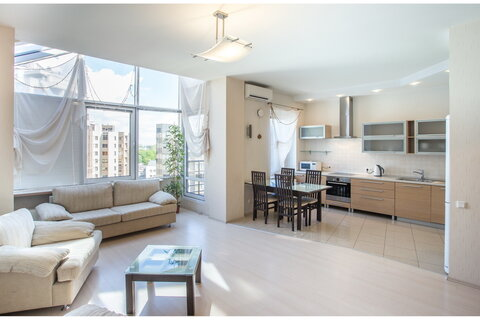 Светлая и просторная квартира в современном доме на набережной - Фото 1