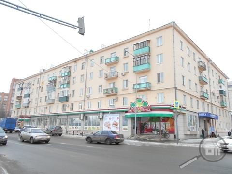 Продается комната с ок в 3-комнатной квартире, ул. Урицкого - Фото 1