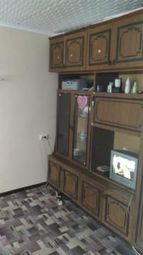 Комната (мини квартира) разделена на зал и прихожую - кухню. - Фото 1