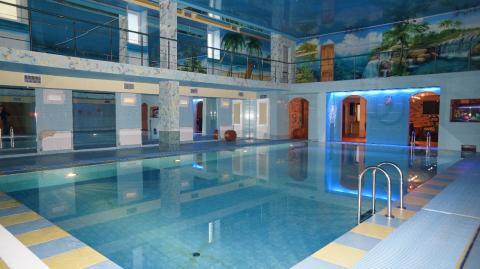 Шикарный коттедж с огромным бассейном, банкетным залом в Осиновой роще - Фото 1