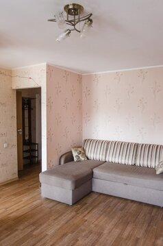 Трёхкомнатная квартира в центре города Барнаула рядом с Новым рынком. - Фото 1