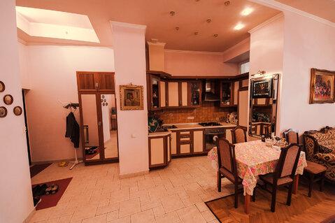 В самом центре Ялты, на Набережной продаётся двухкомнатная квартира на - Фото 1