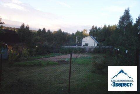 Продается земельный участок Московская область Пушкинский район д. Шаблыкино СНТ Мираж. Участок 6 соток, ухоженный правильной формы, в собственности более 3 лет, наследство. Растут плодовые деревья, кустарники, грядки. На участке домик 15 кв. м. -не зарегистрирован. Огорожен сеткой, электричество 8 кв, газ по границе, рядом лес, река Талица. Ближайшая ж/д станция Красноармейск или Пушкино.