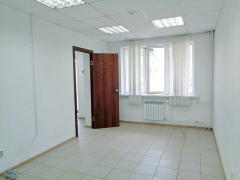 Торгово-офисное помещение с отдельным входом 31 м2 в Ленинском районе - Фото 1