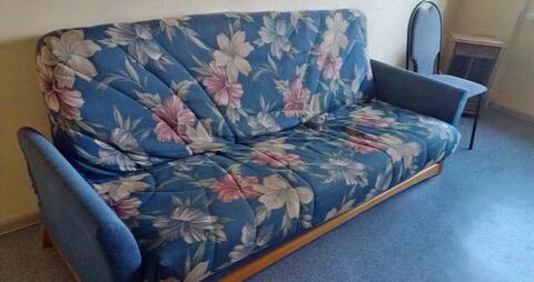 3-ая квартира с косметическим ремонтом, чистая.Частично мебелированна . - Фото 3