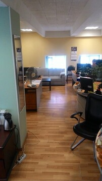 Офис на 3 этаже, 36 кв.м. Первая линия. Рядом остановка, парковка - Фото 2