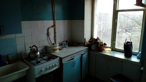 Продаётся трёхкомнатная квартира по адресу: Щёлково, улица Сиреневая, дом 22. Квартира не угловая, с советским ремонтом, распашонка, расположена на 4-ом этаже 5-ти этажного кирпичного дома, общей площадью 59 кв. м. Комнаты смежно-изолированные 18. 7/14.2/10.3 кухня 5.4 кв.м, есть балкон. В собственности более 3-х лет. Свободная продажа.