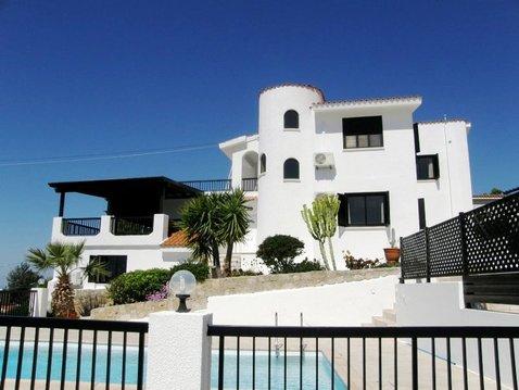 Впечатляющая 4-спальная Вила с видом на море в пригороде Пафоса - Фото 1