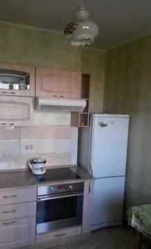 Продаётся однокомнатная квартира Щёлковского района, мкр. Аничково, д. 7. Квартира расположена на 10 этаже 12 этажного нового монолитно-кирпичного дома. Общая площадь 37м2, комната 17м2, кухня 11м2 + лоджия Санузел совмещённый в плитке. Продаётся с мебелью. Дом расположен в районе с развитой инфраструктурой, всё необходимое для проживания в шаговой доступности. До МКАД 20км.