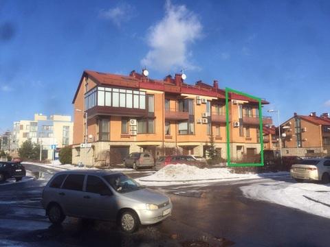 4-этажный таунхаус из 9 комнат В 2 км от города на Береговой ул 21к1 - Фото 1