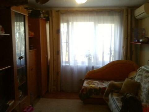 Продам уютную комнату 12 м, вода, с\у раздел, домофон, свет, торг