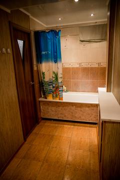 Продам квартиру в кирпичном доме с отдельным входом . Вид из окон на . - Фото 3