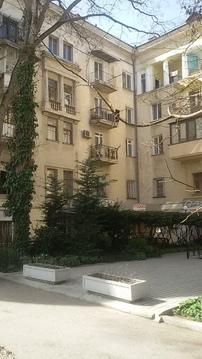 В сердце Севастополя на улице Большая Морская 50 продается двухкомнатн - Фото 2