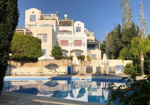 Шикарный трехкомнатный апартамент с панорамным видом на море в Пафосе - Фото 1