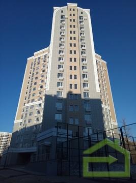 Трёхкомнатная квартира на улице Парковая, 8 - Фото 1