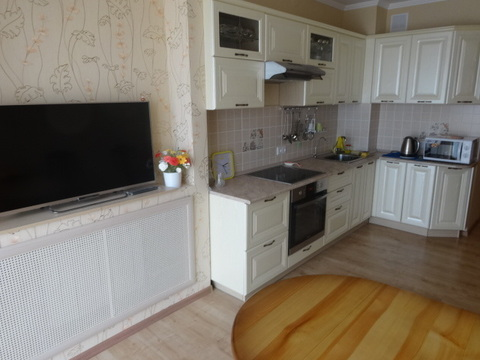 Сдаю двухкомнатную квартиру на ул.Чистопольская, 61б - Фото 1