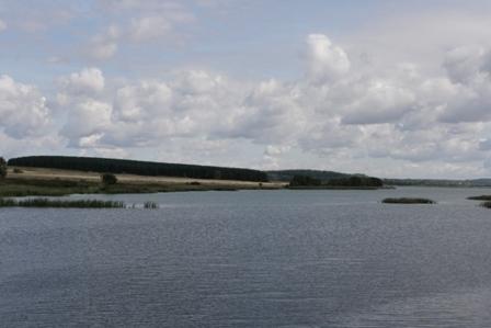 Зем.участок от собственника вблизи большого озера, д.Инютино - Фото 1
