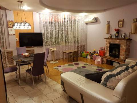 Трёхкомнатная квартира в центре города - Фото 1