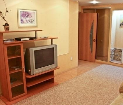 Сдается 2х-комнатная квартира на длительный срок. - Фото 1