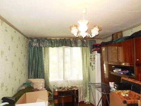Комната 18 (кв.м) в 3-х комнатной квартире. Этаж: 1/5 панельного дома., Купить комнату в квартире Электрогорска недорого, ID объекта - 700931026 - Фото 1