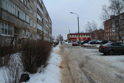 Продается двухкомнатная квартира улучшенной планировки в г. Карабаново - Фото 1