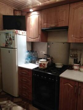 Продаю уютную двухкомнатную квартиру на 1 этаже кирпичного дома в . - Фото 1
