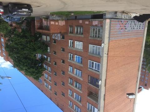 Сдается трехкомнатная квартира в центре города. Удобное место . - Фото 1