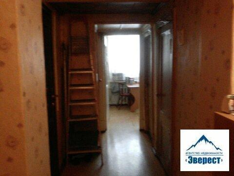 Продается комната в трехкомнатной квартире Московская область область г. Щелково ул. Циолковского д. 5. Комната в собственности менее 3 лет, один взрослый собственник, дарение. Общая площадь 65 кв. м. , площадь продаваемой комнаты- 19. 1, кухня 9, первый этаж, без балкона, дом кирпичный. В комнате два окна, недавно был сделан косметический ремонт, остается мебель. Можно въехать и жить. В соседней комнате проживает молодая семейная пара, другая пустует. Рядом с домом находится школа, детсад, сетевые продуктовые магазины. ж/д станция Чкаловская в шаговой доступности.Приобретая комнату с нашим агентством Вы получаете юридическое сопровождение и гарантию чистоты сделки, оформление всех необходимых документов. Наше агентство является официальным партнером Сбербанка, помощь с оформлением ипотеки.