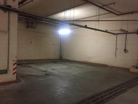 Машино место в паркинге дома бизнес класса - Фото 1