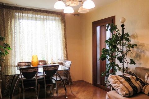 3 комнатная квартира с хорошим ремонтом и мебелью возле метро и центра - Фото 1