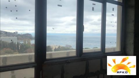 Продажа двухкомнатной квартиры с видом на море в Гаспре. - Фото 1