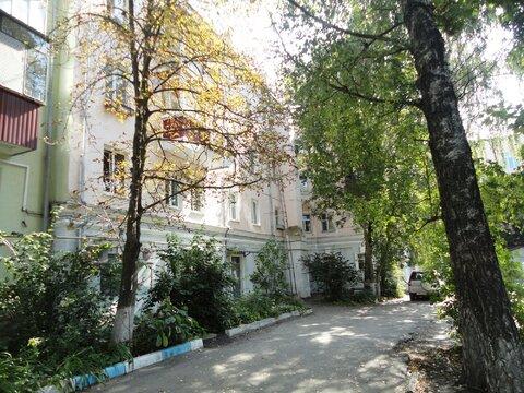 Уникальная двухкомнатная квартира в сталинке в Курске, ул.Дзержинского - Фото 2