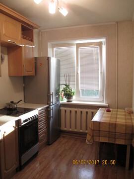Трехкомнатную квартиру Энтузиастов 20, Барнаул - Фото 1
