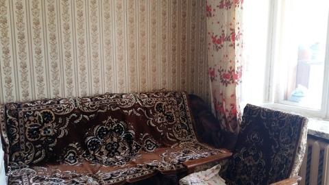 4 000 Руб., Сдается комната 13 м2 с балконом (застеклен) в 3-комнатной квартире. ., Аренда комнат в Ярославле, ID объекта - 701064196 - Фото 1