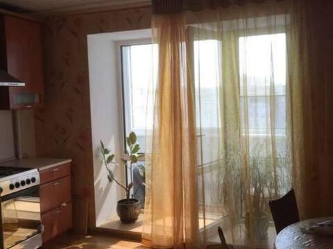Продажа комнаты в трехкомнатной квартире на улице Свердлова, 54 в ., Купить комнату в квартире Йошкар-Олы недорого, ID объекта - 700753876 - Фото 1